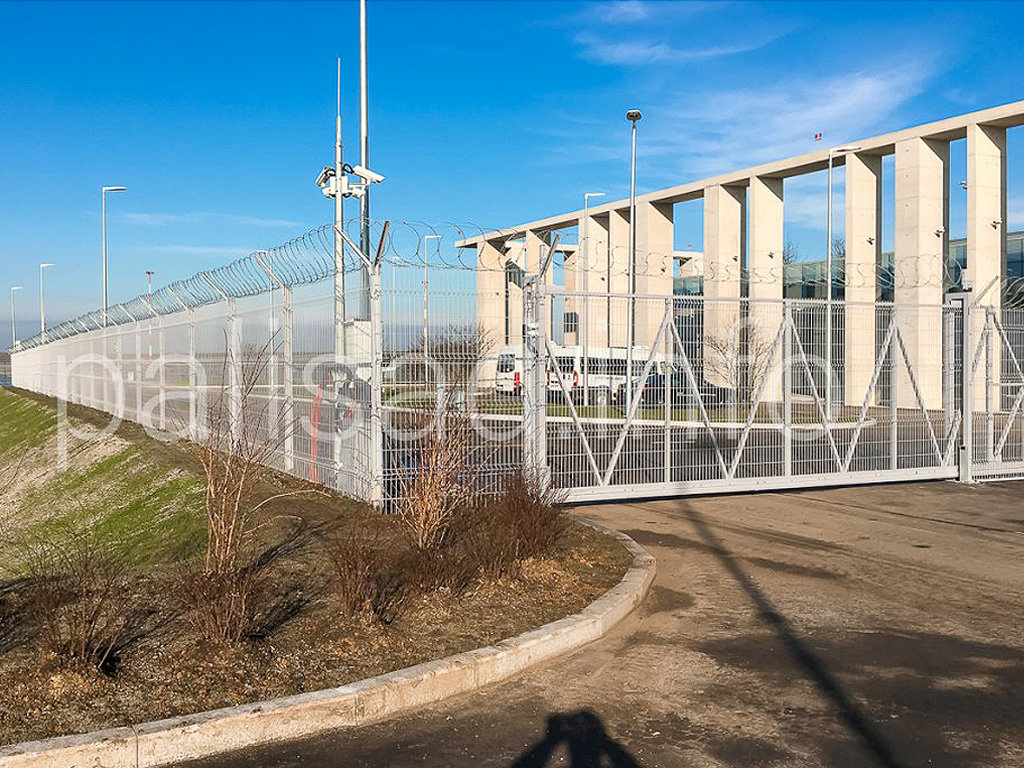 Ограждение аэропортов и режимных объектов