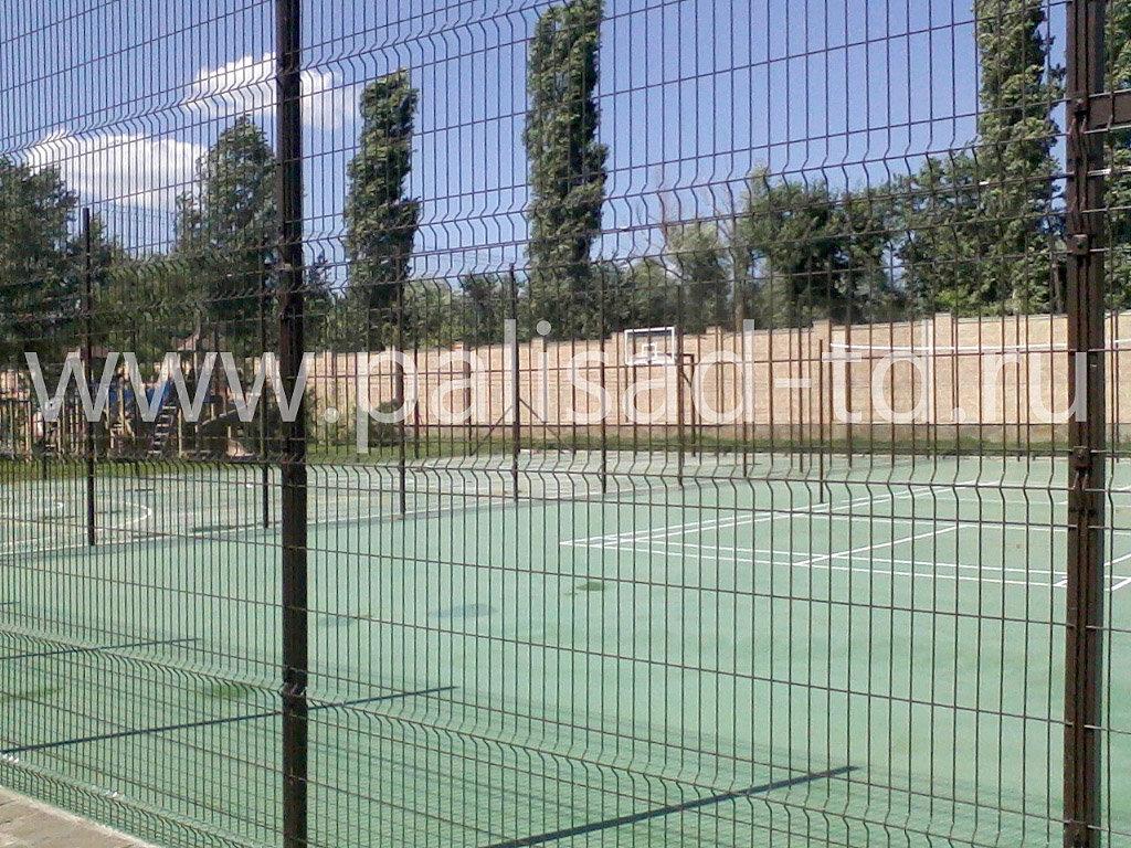 Ограждение комбинированной спортивной площадки частного оздоровительного учреждения, Ростовская обл. Тип 3D
